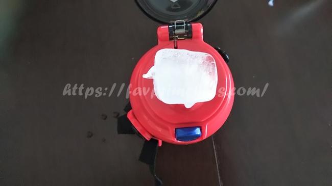 アースグランナーの水筒と氷