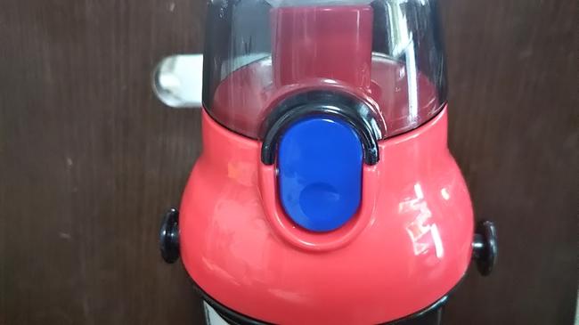 アースグランナーの水筒ワンタッチボタン