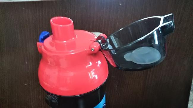 アースグランナーの水筒あけたところ