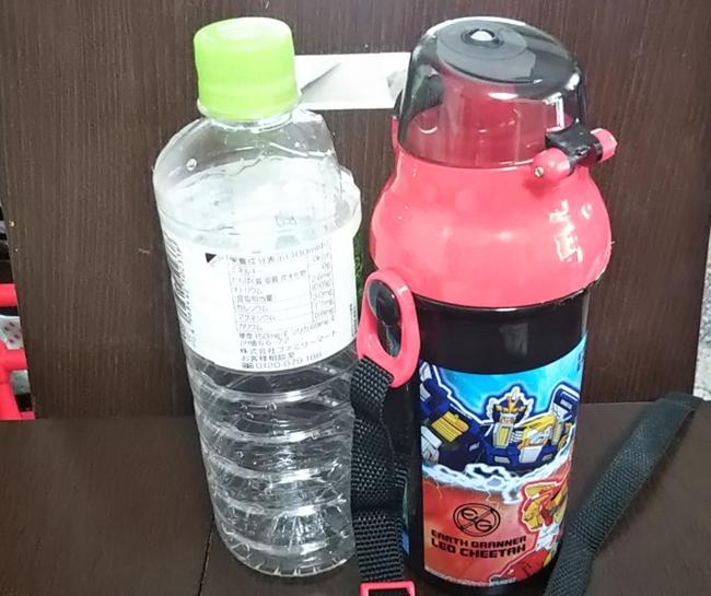 アースグランナーの水筒とペットボトル