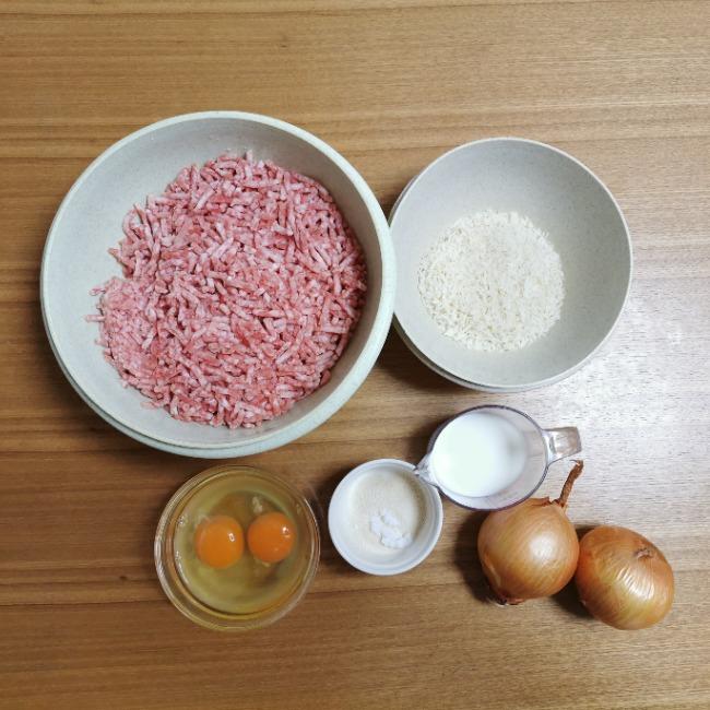 山本ゆりさんのチーズインハンバーグの材料2