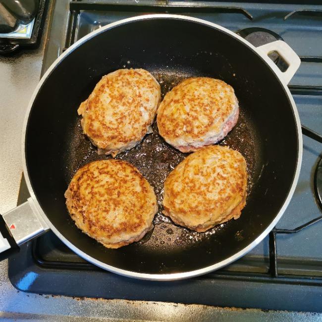 山本ゆりさんのチーズインハンバーグのレシピ・手順11