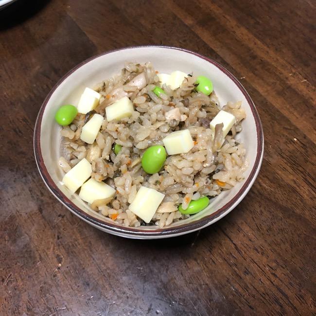 山本ゆりさんの『サバ缶と塩昆布の炊き込みご飯(昆布めし)』をアレンジ