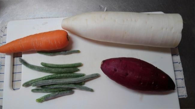 ラク速レシピゆかりさんの『蒸し器いらず!フライパン温野菜』の材料