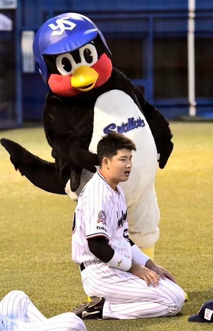 村上宗隆選手とつば九郎