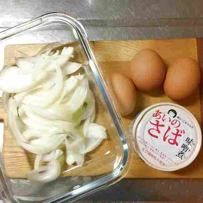 山本ゆりさんのサバ缶でつくる他人丼の材料